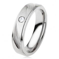Titán karikagyűrű ezüst színben, ferde bevágások, átlátszó cirkónia