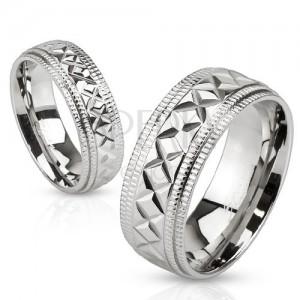 Acél gyűrű, ezüst színben, geometriai bemetszések, rovátkák a széleknél, 6 mm