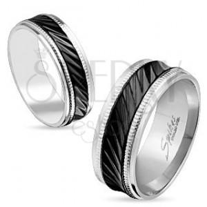 Acél gyűrű ezüst színben, fekete sáv ferde bemetszésekkel, rovátkák, 8 mm