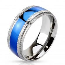 Acél gyűrű középen kék sávval, vésett mintás szegéllyel