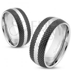 Acél gyűrű fekete rácsos felülettel, fényes sáv ezüst színben, 8 mm