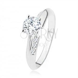 925 ezüst eljegyzési gyűrű, lemetszett szárak apró cirkóniákkal, átlátszó kő