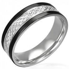 Minőségi acél gyűrű - bemart ferde vonalak és fekete szegély