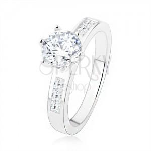 925 ezüst eljegyzési gyűrű. átlátszó cirkónia a foglalatban, díszített szárak