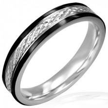 Keskeny acél gyűrű - fekete szegély, bemart ferde vonalak