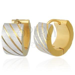 Acél fülbevaló arany színben, ferde sávok ezüst árnyalatban, bevágások
