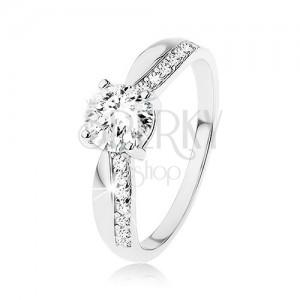 925 ezüst gyűrű, csiszolt cirkónia, keskenyedő szárak, cirkóniás vonal