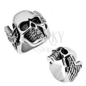 Acél gyűrű, ezüst színben, patináns koponya szárnyakkal