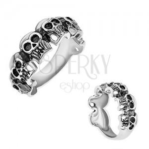 Gyűrű sebészeti acélból, kicsi patináns koponyák, ezüst szín
