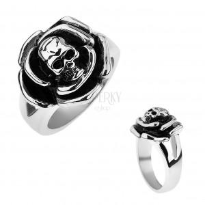 Patináns acél gyűrű, rózsa koponyával középen, kettős szárak