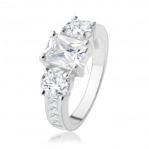 Eljegyzési gyűrű 925 ezüstből, három, átlátszó, nagy cirkónia, díszített szárak