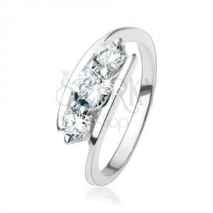 925 ezüst gyűrű, átlátszó cirkóniák a szárak között