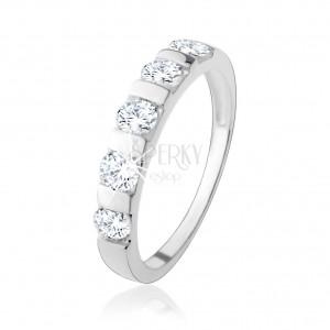 925 ezüst gyűrű, öt átlátszó cirkónia szűk sávval elválasztva