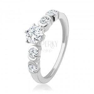 925 ezüst gyűrű, kerek, átlátszó cirkónia fényes félholdakkal