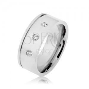 Fényes acél gyűrű ezüst színben, átlátszó cirkóniák, vízszintes bemetszés