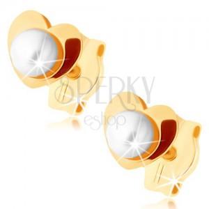 375 arany fülbevaló - fényes szívecske, fehér gyöngy középen