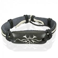 Tribal szimbólum egy fekete bőr karkötőn