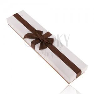 Hosszúkás doboz karkötőre vagy nyakláncra, fehér és bronz szín, masni