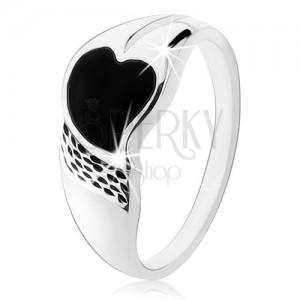Gyűrű 925 ezüstből, aszimmetrikus szívecske fekete ónixból, apró bemetszések