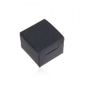 Matt sötétkék doboz gyűrűre vagy fülbevalóra, ferde vonalak a felületén