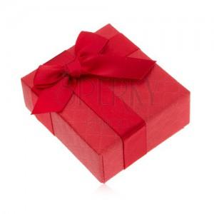 Ajándékdoboz gyűrűnek, piros szín, masni, díszes minta