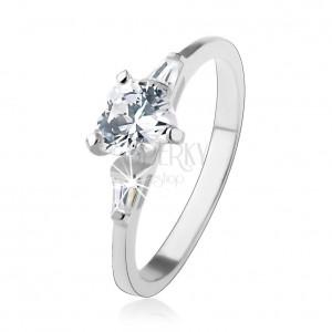 925 ezüst gyűrű, átlátszó cirkóniás szív, trapézok az oldalakon