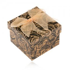 Fekete papírdoboz gyűrűre, sárgásbarna rózsák, arany színű masni