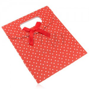 Piros ajándéktáska papírból fehér pontokkal, piros masni