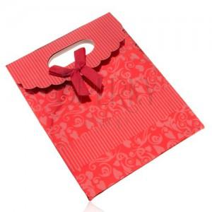 Fényes ajándéktáska papírból, sötétpiros, masni, kivágás