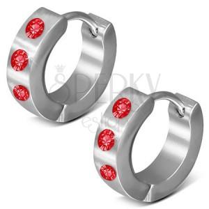 Fényes szögecskés fülbevaló 316L acélból, ezüst szín, három piros cirkónia