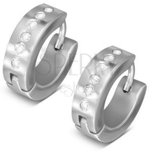 Szögecskés acél fülbevaló ezüst színben, kerek átlátszó cirkóniákból álló vonal