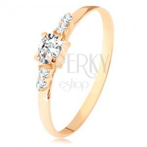 14K sárga színű arany gyűrű - átlátszó, ovális cirkóniás, dupla cirkóniával az oldalán