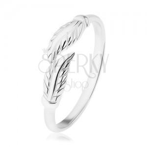 Tükörfényes szárú 925 ezüst gyűrű, gravírozott levelek elválasztva
