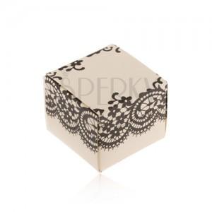 Doboz krém színben, gyűrűre, fülbevalóra vagy medálra, fekete csipke