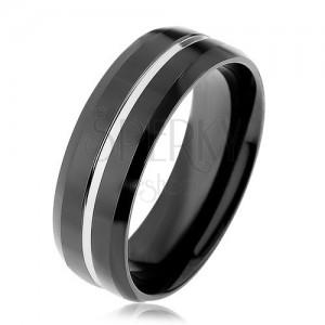 Fekete acél karikagyűrű, ezüst színű vékony sávval, metszett élű
