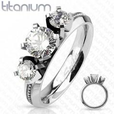 Titán gyűrű, ezüst szín, három kerek átlátszó cirkónia, magas fény