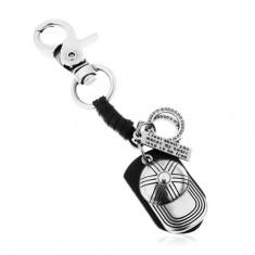 Szürke-fekete kulcstartó patinált felszínnel, műbőr, sildes sapka és tábla