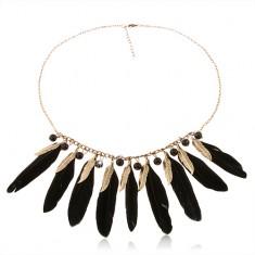Nyaklánc tollakkal fekete és sárgaréz színben, fényes fekete gyöngyök