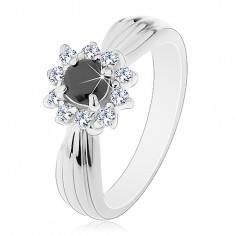 Csillogó gyűrű hosszúkás bemetszésekkel, fekete-átlátszó virág kerek cirkóniákból