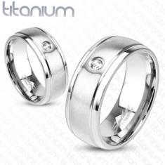 Titánium gyűrű ezüst színben matt felülettel, bemetszésekkel és cirkóniával, 8 mm