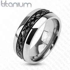 Fényes titánium gyűrű ezüst színben, átlós bemetszések a fekete sávon, 8 mm