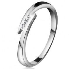 Gyűrű fehér 14K aranyból - vékony fényes szárak, három csillogó átlátszó brilliáns