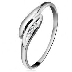 Brilliáns gyűrű fehér 14K aranyból - enyhén hajlított levelek, három átlátszó gyémánt