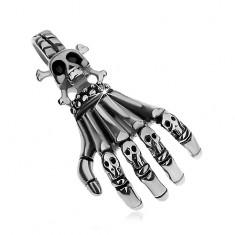 Acél medál ezüst színben, patinált csontváz kéz kis koponyákkal