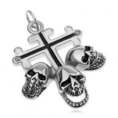 Acél medál ezüst színben, liliom kereszt fekete vonalakkal, három koponya