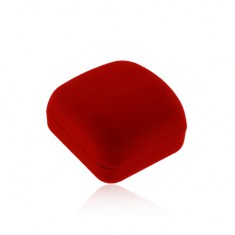 Piros bársonyos doboz láncra vagy medálra, lemetszett felső rész