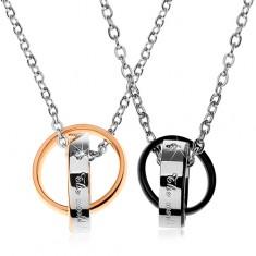Két acél nyaklánc, kétszínű összekapcsolt karikák, feliratok, cirkóniák