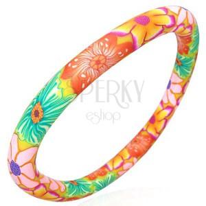 Testszínű fimo karkötő színes virágokkal