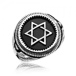Masszív gyűrű ezüst színben, 316L acél, Dávid-csillag fekete körben
