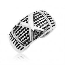 Patinás acél gyűrű vékony láncok mintájával és nagy X betűvel